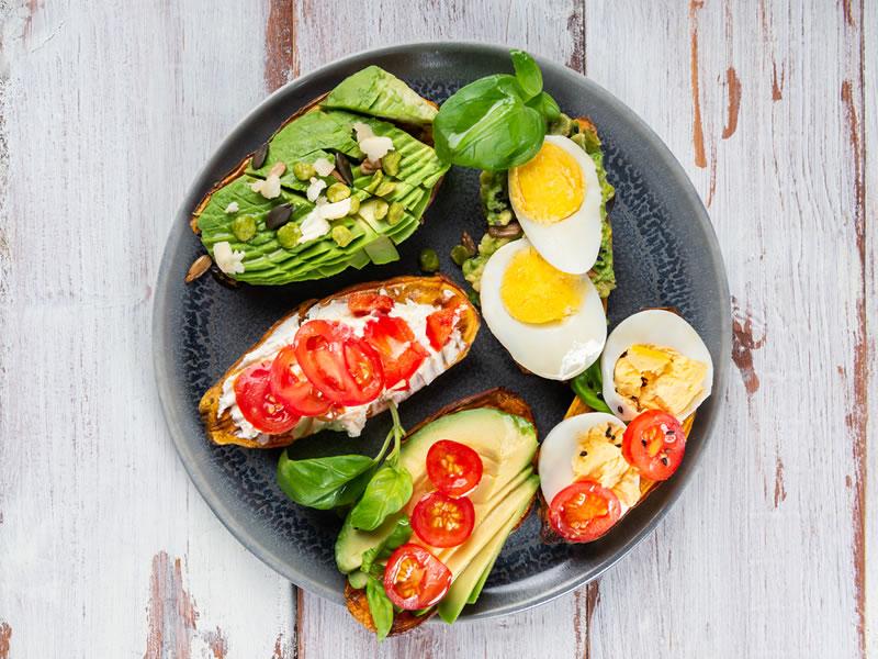 EAT Sarnie - Egg, Avo + Tomato