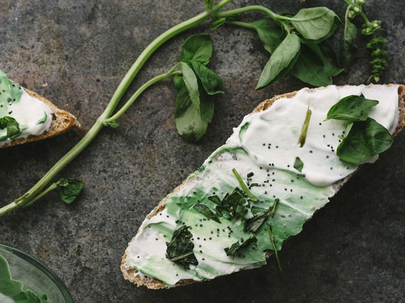 Vegan Cream Cheese, Roasted Pepper + Pesto, Onion Bread